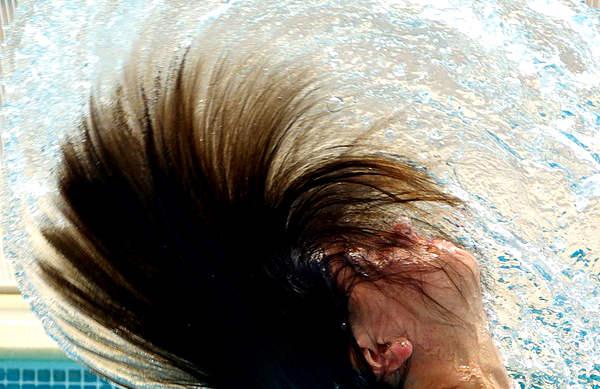 Comment bien laver ses cheveux?