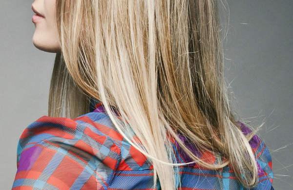 Coloration blonde sur cheveux naturels bruns