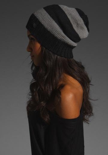 Bonnet rayé noir et gris